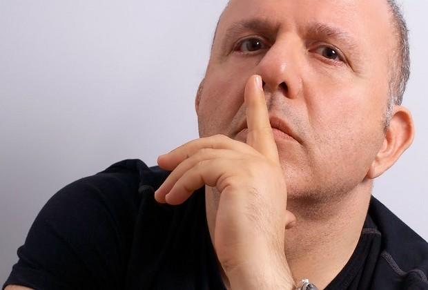 Νίκος Μουρατίδης για Μητροπολίτες: «Θεές Και Οι Δύο»